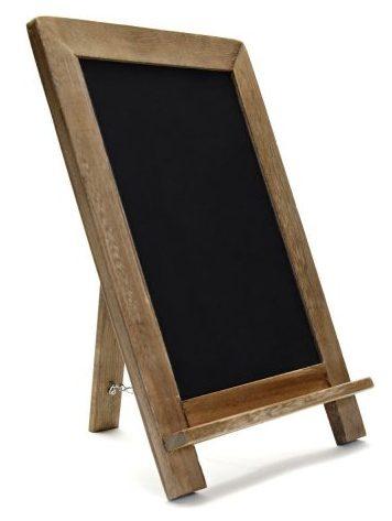 Letrero de pizarra de pie con marco de madera rústica